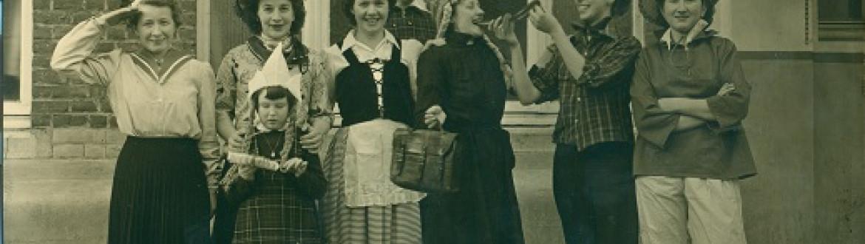 Foto leerkrachten carnavalstoet (jaar: 1953)